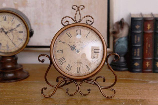 đồng hồ để bàn trang trí nội thất